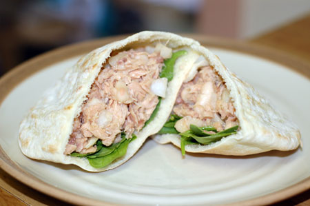 Tuna and bean salad in pitas