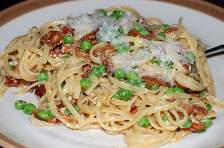 Linguine carbonara with peas