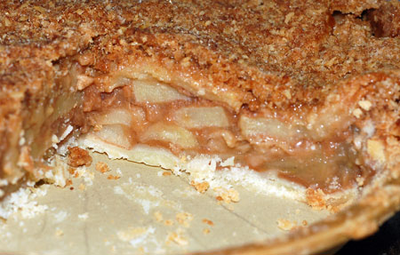 Sliced apple crumb pie