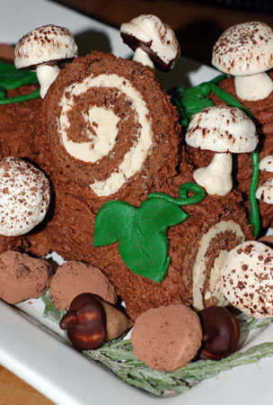 Decorated buche